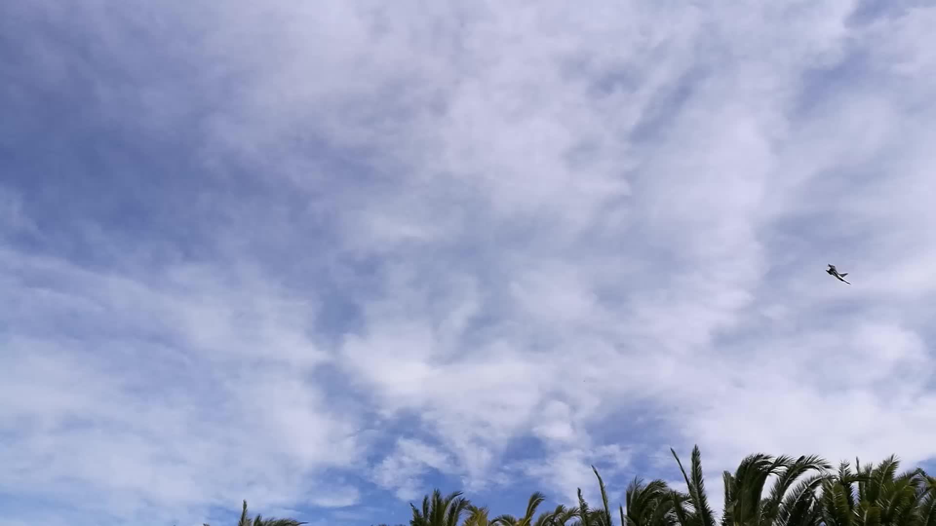 Dos cazas sobrevuelan el cielo de Ibiza