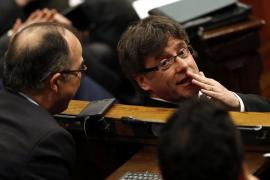 Puigdemont promete encontrar la manera de mantener el referéndum sin desoír al CGE