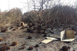 La policía científica investiga la autoría del fuego y no descarta un origen accidental