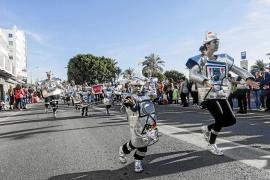 Sant Antoni celebra su Carnaval al ritmo de 'Despacito'