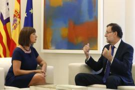 Armengol pide reunirse con Rajoy para tratar la tarifa plana en vuelos interinsulares
