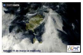 La NASA fotografía las nieblas marinas a su paso por Formentera