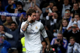 Ramos, de nuevo salvador, devuelve el liderato al Real Madrid