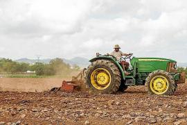 La baja de una funcionaria del Consell impide la matriculación de tractores durante más de un mes