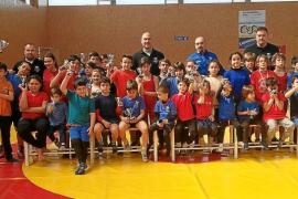 Cerca de medio centenar de luchadores en Sant Josep