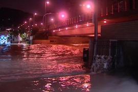 Rescatadas tres personas y desalojadas dos viviendas por una riada histórica en Alicante