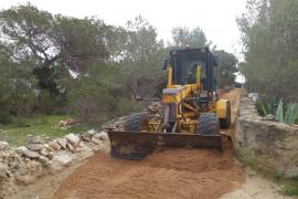 Formentera pone a punto para la temporada los caminos del Parc Natural de ses Salines