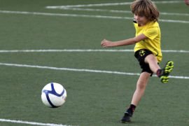 Una escuela de fútbol da la baja a un niño por las amenazas de su padre
