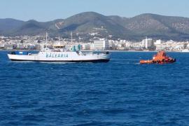 El barco de carga 'Virot' sufre una avería entrando al puerto de Ibiza