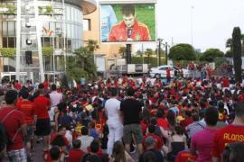 Piden tres años de prisión para 5 'red skins' por atacar a seguidores de la Roja en Barcelona