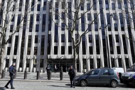 Investigan vínculos del atentado en el FMI con un paquete explosivo en Berlín