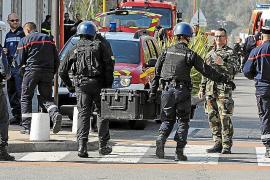 Un alumno de 17 años hiere a ocho personas en un tiroteo en un instituto en Francia