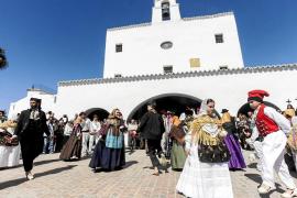 El pueblo de Sant Josep brilla en la celebración del soleado día de su patrón