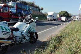 Colisión leve entre dos coches en la carretera de Santa Eulària