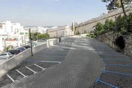 Los estudiantes de la Escuela de Turismo se quejan de sus problemas para aparcar