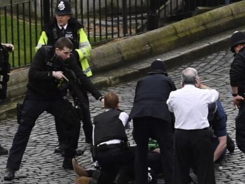 La cifra de víctimas en el ataque de Londres asciende a cinco muertos y a unos cuarenta heridos