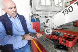 Tres bomberos y una radial para una operación urológica de precisión vital