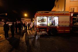 Herida grave tras incendiar su piso de Vila y quedarse dentro