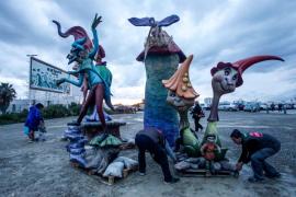 Las Fallas del artista Pedro Simarro ya lucen en Sant Antoni