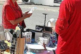Mercadillo solidario en Cala Llonga a favor de Ibiza y Formentera contra el cáncer