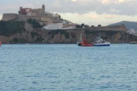 Salvamento Marítimo rescata a un pesquero a la deriva a 30 millas de Ibiza