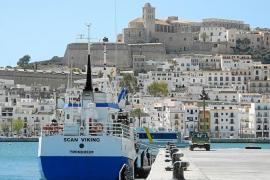 Salvamento Marítimo rescata un barco que estaba a la deriva a 30 millas de Ibiza