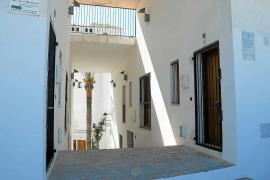 Vila tiene tres pisos para urgencias sociales en Dalt Vila vacíos desde hace un año