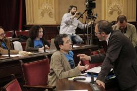 Barceló admite que erró al contratar sin publicidad