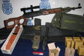 Detenido por almacenar abundantes armas y munición en un taller mecánico de Palma