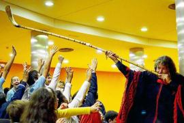 Pablo Nahual dará dos conciertos escolares en Can Ventosa sobre el origen de los instrumentos