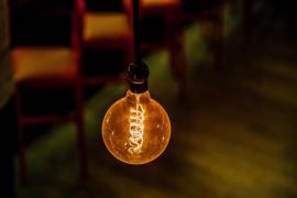 El recibo de la luz sube un 11,6 % interanual, pero desciende un 2,5 % respecto a febrero