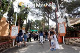 El mercadillo de Punta Arabí reabre sus puertas al espíritu hippie de la isla