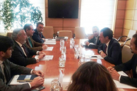 Pons acuerda con Fomento elevar a Bruselas la petición conjunta de tarifa plana el próximo mayo