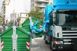 Rescatan a un hombre ebrio del interior de un camión de basura