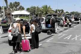 Sant Josep revocará las licencias de los taxis que no presten servicio por la reforma fiscal