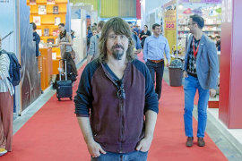 Víctor Escandell, en la Feria de Bolonia del libro infantil y juvenil