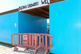 Vila asegura que los baños públicos de Talamanca abrirán a partir del jueves