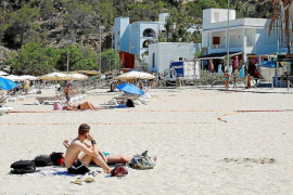 Sant Josep multa con 10.000 euros a un local por organizar una boda en la playa
