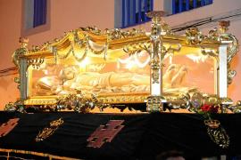 El Cristo Yacente marcha por Dalt Vila