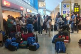 Un fallo en Palma genera dos cancelaciones, retrasos e indignación en el aeropuerto de Ibiza