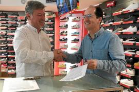 La Sirena y la Escola d'Art firman un convenio para reacondicionar su tienda de Ignasi Wallis