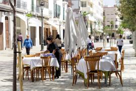 Las terrazas se estrenan en el nuevo bulevar de Vara de Rey