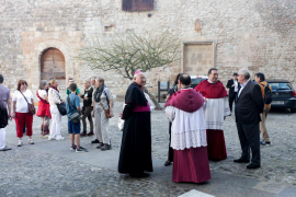 La tradicional Misa Crismal en la Catedral de Ibiza (Fotos: Daniel Espinosa)