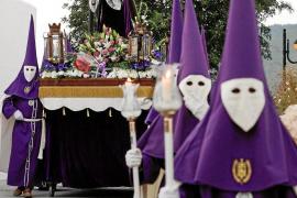 Silencio, respeto y fe en las calles de Santa Eulària