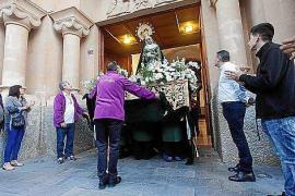El Rosario de la Aurora de la Virgen de la Esperanza aumenta sus fieles