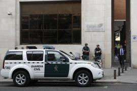 La Guardia Civil registra durante 10 horas el domicilio de González en busca de billetes ocultos
