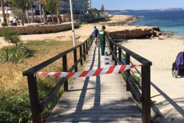 Sant Antoni adecúa sus playas de cara al inicio de la temporada turística