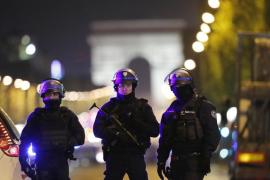 El sospechoso de terrorismo buscado por Francia se presenta en una comisaría de Amberes