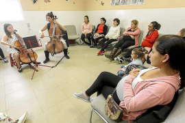 Música para más de una veintena de embazadas en Es Viver