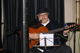 Muere Pere Tapias, cantautor, gastrónomo y radiofonista